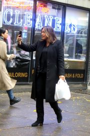 Mariska Hargitay on the set of ''Law and Order: Special Victims Unit'' in New York 2019/10/30 1