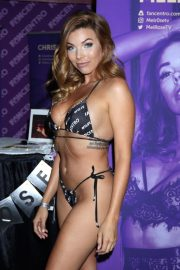Melrose attends Exxxotica Expo 2019 at the Edison Hotel in New Jersey 2019/10/25 2