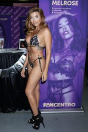 Melrose attends Exxxotica Expo 2019 at the Edison Hotel in New Jersey 2019/10/25 4