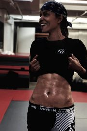 Oscar winning actress Halle Berry shares a photo flaunting six pack abs 1