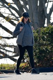 Pregnant Anne Hathaway and her husband Adam Shulman Out in Westport, Connecticut 2019/11/03 2