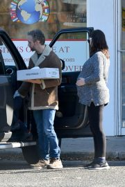Pregnant Anne Hathaway and her husband Adam Shulman Out in Westport, Connecticut 2019/11/03 6