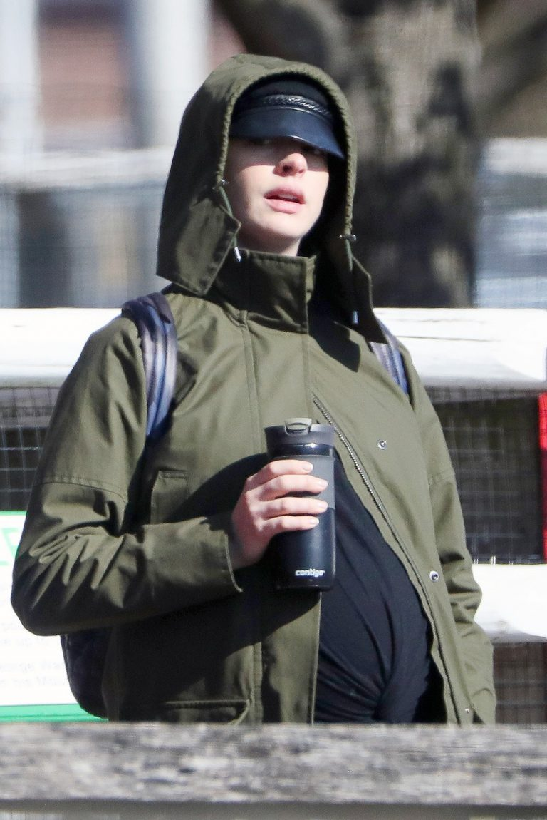Pregnant Anne Hathaway with her husband Out in Fairfield County in Connecticut 11/06/2019 1