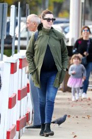 Pregnant Anne Hathaway with her husband Out in Fairfield County in Connecticut 11/06/2019 3