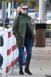 Pregnant Anne Hathaway with her husband Out in Fairfield County in Connecticut 11/06/2019 4