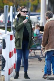 Pregnant Anne Hathaway with her husband Out in Fairfield County in Connecticut 11/06/2019 8
