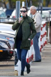 Pregnant Anne Hathaway with her husband Out in Fairfield County in Connecticut 11/06/2019 9