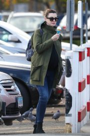 Pregnant Anne Hathaway with her husband Out in Fairfield County in Connecticut 11/06/2019 10