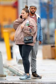 Pregnant Ashley Graham shows Her Baby Bump out with Her Husband Justin Ervin in New York City 2019/11/23 3