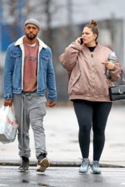 Pregnant Ashley Graham shows Her Baby Bump out with Her Husband Justin Ervin in New York City 2019/11/23 4