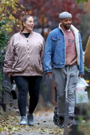 Pregnant Ashley Graham shows Her Baby Bump out with Her Husband Justin Ervin in New York City 2019/11/23 7