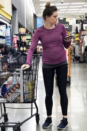 Pregnant Danielle Panabaker grocery shopping out in Hollywood 2019/11/08 4