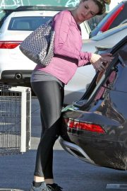 Pregnant Danielle Panabaker grocery shopping out in Hollywood 2019/11/08 10