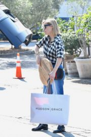 Reese Witherspoon in checked shirt with denim early Christmas shopping in Brentwood 2019/11/25 10