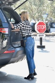 Reese Witherspoon in checked shirt with denim early Christmas shopping in Brentwood 2019/11/25 11