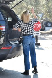Reese Witherspoon in checked shirt with denim early Christmas shopping in Brentwood 2019/11/25 12