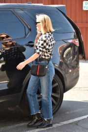 Reese Witherspoon in checked shirt with denim early Christmas shopping in Brentwood 2019/11/25 13