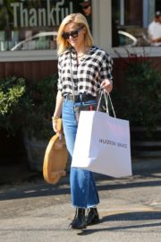 Reese Witherspoon in checked shirt with denim early Christmas shopping in Brentwood 2019/11/25 14