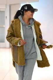 Rihanna in Stylish Jacket leaves at the airport in Teaneck, New Jersey 2019/11/29 3