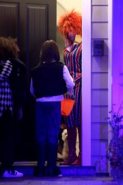 Sarah Hyland seen Halloween 2019 costumes or Treaters in Los Angeles 2019/10/31 6