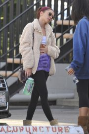 Sarah Hyland shows off her abs after Pilates workout in Studio City 2019/11/02 4