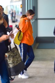 Selena Gomez arrives at JFK Airport in New York 2019/10/30 4