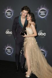 Shawn Mendes and Camila Cabello attend 2019 American Music Awards at Microsoft Theater in Los Angeles 2019/11/24 3