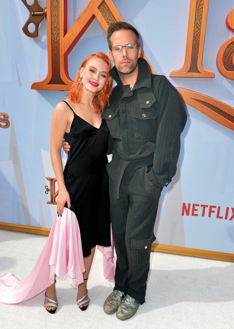 "Zara Larsson and Justin Tranter attends Premiere of Netflix's ""Klaus"" in Westwood 2019/11/02 1"