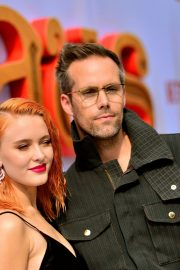 """Zara Larsson and Justin Tranter attends Premiere of Netflix's """"Klaus"""" in Westwood 2019/11/02 2"""