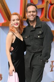 """Zara Larsson and Justin Tranter attends Premiere of Netflix's """"Klaus"""" in Westwood 2019/11/02 3"""