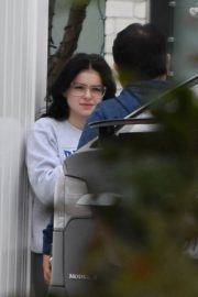 Ariel Winter without makeup out in Studio City 2019/12/03 1
