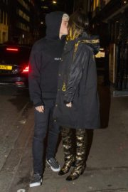 Bella Thorne and her boyfriend Benjamin Mascolo out for dinner in London 2019/12/02 1