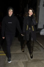 Bella Thorne and her boyfriend Benjamin Mascolo out for dinner in London 2019/12/02 3
