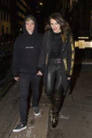 Bella Thorne and her boyfriend Benjamin Mascolo out for dinner in London 2019/12/02 4