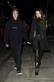 Bella Thorne and her boyfriend Benjamin Mascolo out for dinner in London 2019/12/02 5