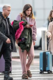 Bella Thorne without makeup in cozy jacket and pink sleepwear out in London 2019/12/03 3