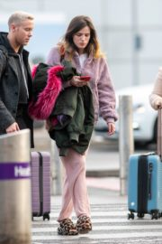 Bella Thorne without makeup in cozy jacket and pink sleepwear out in London 2019/12/03 5