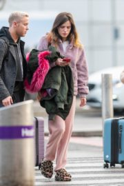 Bella Thorne without makeup in cozy jacket and pink sleepwear out in London 2019/12/03 6