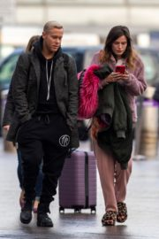 Bella Thorne without makeup in cozy jacket and pink sleepwear out in London 2019/12/03 9