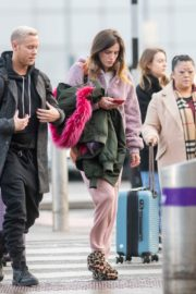 Bella Thorne without makeup in cozy jacket and pink sleepwear out in London 2019/12/03 10