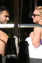 Britney Spears in Bikini with her boyfriend Sam Asghari enjoy sunbathing poolside in Miami 2019/12/01 12