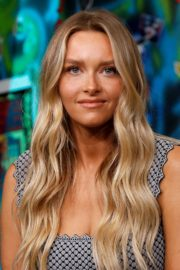 Camille Kostek, Hunter McGrady, Tyra Banks, Halima Aden and MJ Day discuss Build Series in New York 2019/05/08 4