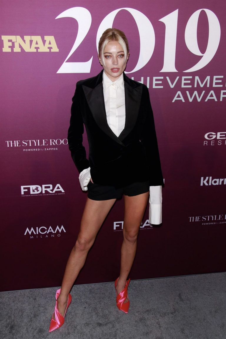 Caroline Vreeland flashes her beautiful legs at 2019 Footwear News Achievement Awards in New York City 2019/12/03 5