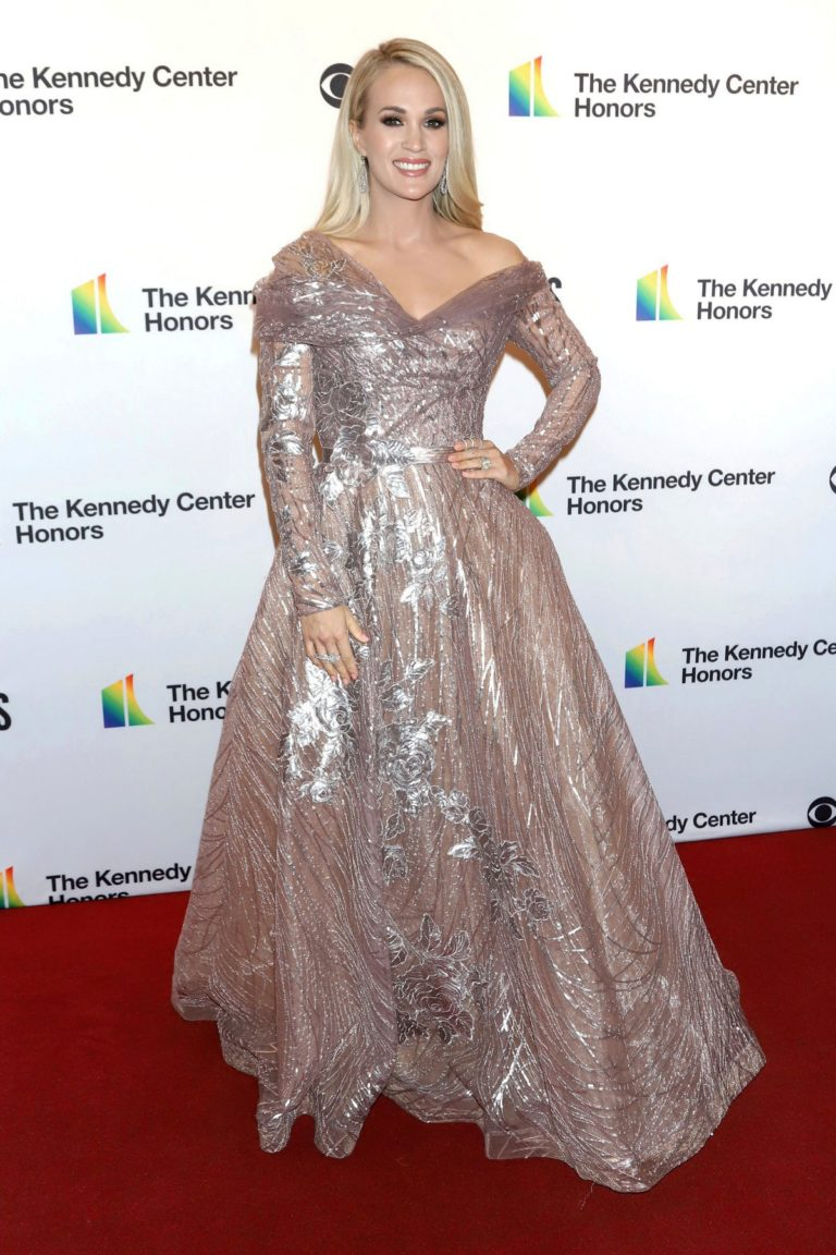 Carrie Underwood attends 2019 Kennedy Center Honors at The Kennedy Center in Washington 2019/12/08 7