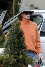 Charlize Theron in high neck sweater and blue denim out in Los Angeles 2019/11/30 7