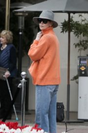 Charlize Theron in high neck sweater and blue denim out in Los Angeles 2019/11/30 8
