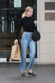 Emma Roberts in black top and blue denim out in Los Angeles 2019/12/08 4