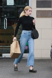 Emma Roberts in black top and blue denim out in Los Angeles 2019/12/08 6