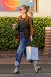 Emma Roberts in stylish brown jacket out shopping in Beverly Hills 2019/12/18 3