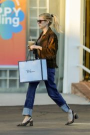 Emma Roberts in stylish brown jacket out shopping in Beverly Hills 2019/12/18 5